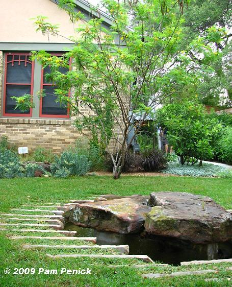 Landscaping landscaping ideas front yard water features for Front yard garden designs with water feature