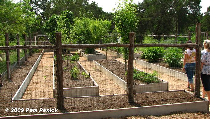 Garden Designers Roundtable Vegetable Garden Design DiggingDigging