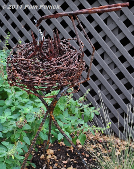 New garden art and happy thanksgiving digging for Wire yard art