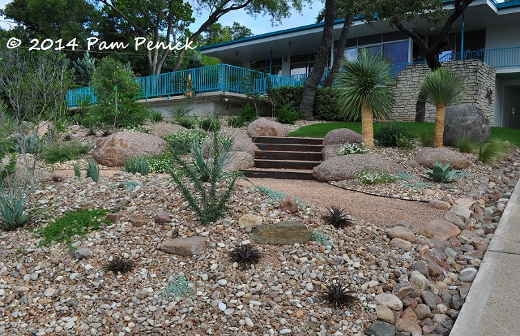 Mid century house inspires palm springs style garden in for Palm springs landscape design
