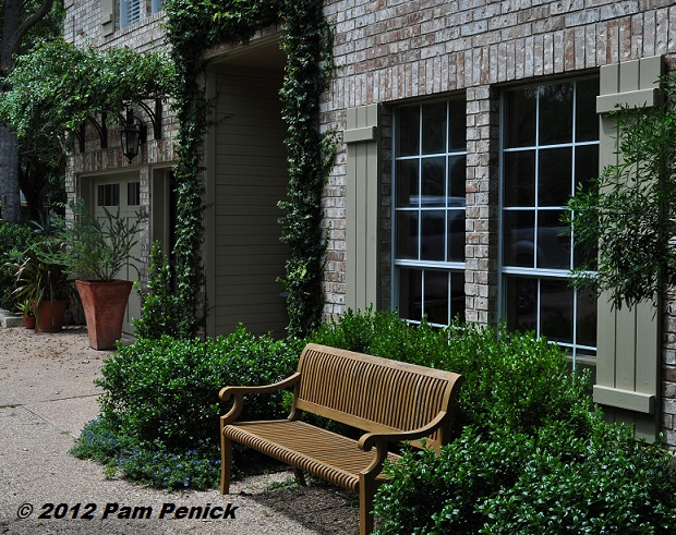 Southwestern plants french style tropical verve in the for French style courtyard ideas