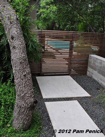 Stylish xeric garden by Sitio Design - Digging