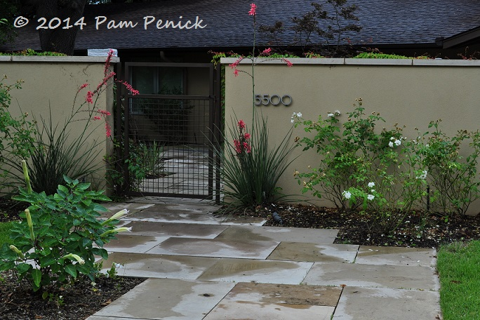 Another Home Along The Same Busy Street Has A Higher Wall And Gate Which Create Private Courtyard For Owners Modern Concrete Pavers Puzzled